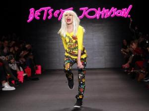 betsey-johnson-walks-on-the-runway-after-her-fall-winter-2011